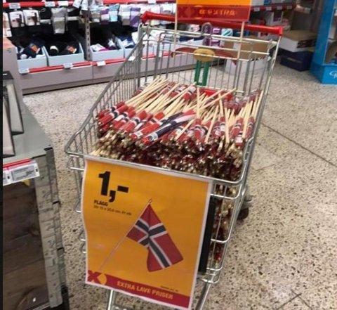 Norske flagg på billigsalg hos Extra Askerholmen. Foto: Foto: Halvor Ripegutu