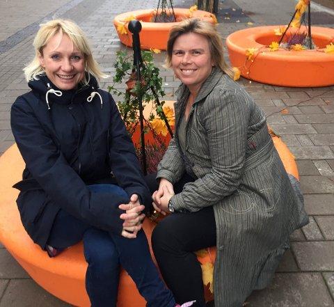 MANGE: iSarpsborgs Regine Hansen og Føbe Edvardsen fra Filadelfiakirken er klare til å ta i mot mange barn til HalloVenn-feiring mandag.