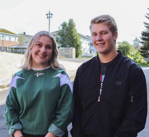 Usikre: Hanna Larsen (18) tviler på at hun vil komme tilbake og bo i Indre Østfold, mens Erlend Hammersborg (18) fortsatt er usikker.