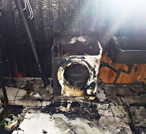 VAR IKKE HJEMME: Slik så det ut etter brannen i vaskemaskinen.