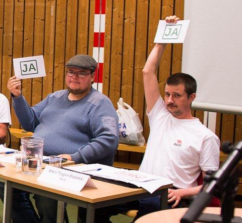 JA: Tor Gaute Lien (Frp) og Stein Trygve Stabekk (Rødt) var enig om mye, men slettes ikke alt, under debatten i Nordlia 27. august.