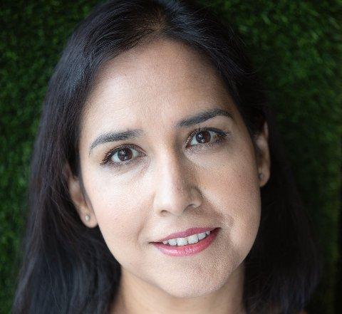 DEN GLEMTE LIKESTILLINGEN: Prisbelønt VG-journalist Shazia Majid snakker i Nittedal Bibliotek om innvandrerkvinnenes vei mot likestilling.