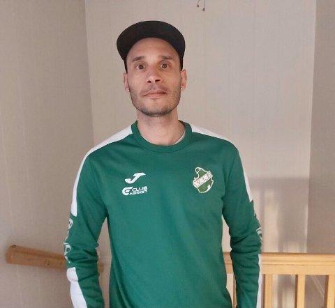 Hichem Hicci Bekkaoui (38), kaptein for Vestfossen, har fått nok og vil spille fotballkamper og trene normalt. Han slår alarm om følgene dette får.
