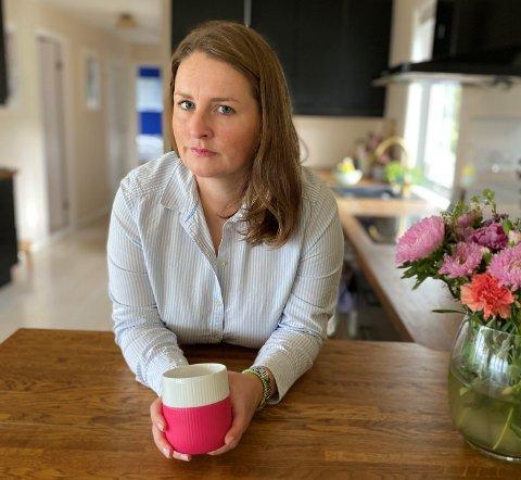 TEST: Julie Vaage ønsket å teste seg for korona. Da måtte hun sitte to timer i kø i telefonen.
