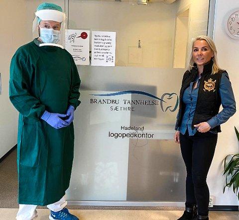 FORNØYD: Tannlege Lars Sæthre er fornøyd med smittefrakkene han fikk levert fra Line Biagio Solvang.