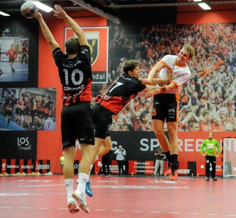 Kristian Stranden hamret inn 12 mål i Sparebanken Sør Amfi. Når HTH reiser til samme sted for semifinale i NM tirsdag 13. november, er storskytteren ikke med.