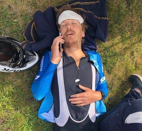TAR UT ALT: Alland Hovda er vant med å ta seg helt ut når han konkurrer, som her etter 24 timers sykling i fjor.