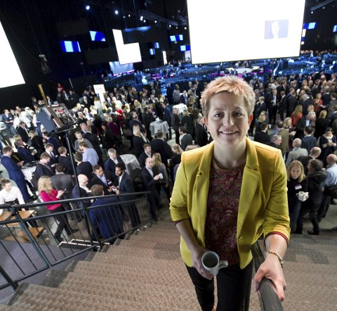 ØKT PRODUKSJON: – Å øke kapasiteten og levere enda mer aluminium er noe vi har drømt om og jobbet for i mange, mange år i Mosjøen, sier Kathrine Næss, verksdirektør i Alcoa Mosjøen som innledet på NHOs årskonferanse i Oslo tirsdag.