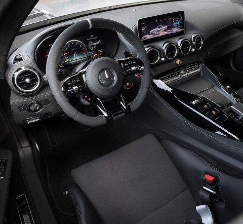 Slik ser det ut på innsiden i dagens GT R Pro.