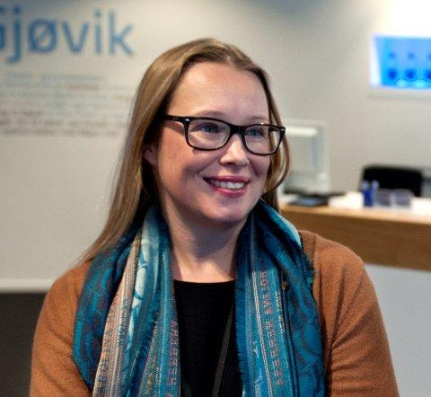 FÆRRE TIL SALGS: Salgsleder Camilla Hveem i Eiendomsmegler 1 ser at det er vesentlig færre brukte boliger til salgs i Gjøvik i dag enn for noen måneder siden.