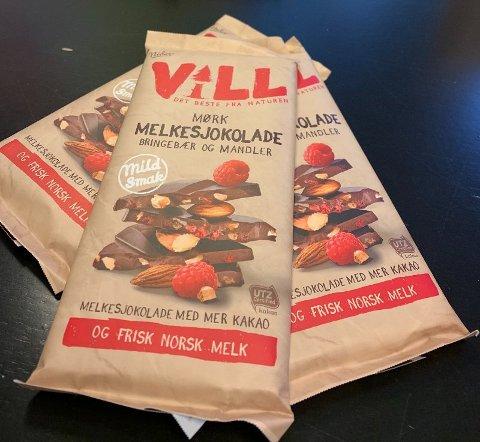 NY SJOKOLADE: Vill er en mørk melkesjokolade med bringebær og mandler.