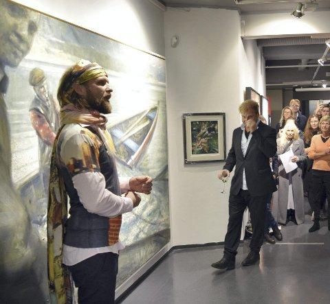 Aune (t.v.) og Vebjørn Sand kjørte sjarmoffensiv under åpningen i Vault Studios i går. – Bergen er blant de hyggeligste stedene vi stiller ut, sier Vebjørn.