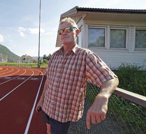 AKTIV: Her er et sjeldent bilde av Torbjørn Sneve mens han står i ro. Han holder det gående fra tidlig om morgenen til sent om kvelden. Det høster idrettslivet i Narvik stor nytte av.