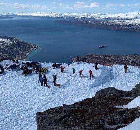 INNSPILLING: Med Narvikfjellet som lokasjon blir det spilt inn tv-serie mandag.