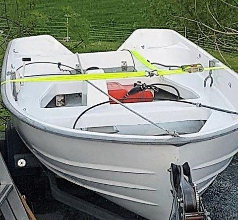 Eigaren av denne båten, som forsvann i helga, håpar å få den tilbake. (Foto: Privat).
