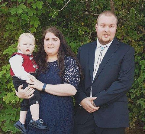SMITTET: Karen Marie, Andreas og Lucas André (16 mnd) Kallestad ble bekreftet smittet med koronaviruset denne uken.