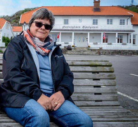 PÅ VENT: Nevlunghavn Vel og leder Hedvig Krogsbøl har sittet og ventet på brygga i tre år.