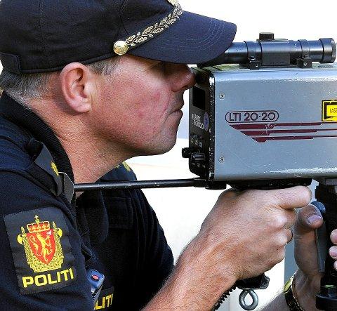 ÈN MISTET SERTIFIKATET: En sjåfør fikk førerkortet beslaglagt i Greåkerveien mandag formiddag. Arkivfoto: Jarl M. ANDERSEN