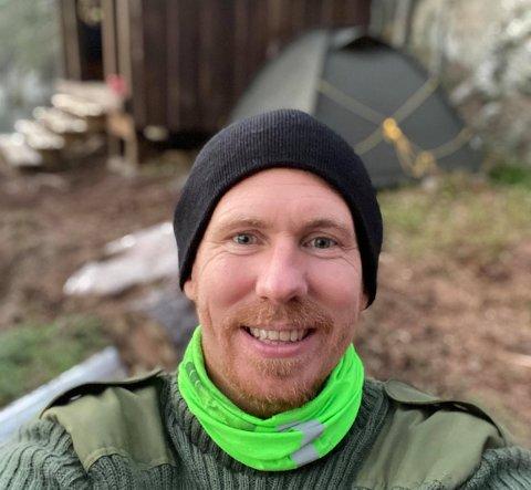 NY FRILUFTSMANN: René Dahle Norbom er fersk friluftsmann. Fredrikstad-mannen hadde sin første telttur på 20 år i Sølen-fjella i Østerdalen for tre uker siden. Den andre turen gikk til Angerstjern ved Nybøle gård i helga. Det endte med full leteaksjon inkludert helikopter og hundepatrulje etter at han gikk seg bort etter et toalettbesøk.