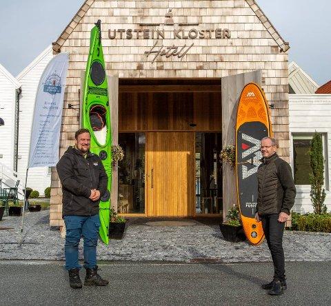 Vertskap: Fra sommeren 2021 ønsker daglig leder i Coastal Adventures AS, Jonas Hovland (t.v.) og største eier i Utstein Kloster Hotell, Cato Østerhus, aktivitetsgjester velkommen til Utstein.