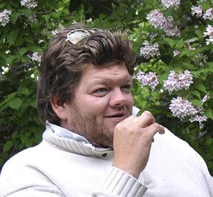 FOR BARNA: Ronny Johnsen i Rett Fram Opplevelser inviterer til is og brus. Foto: Øyvind Schou.