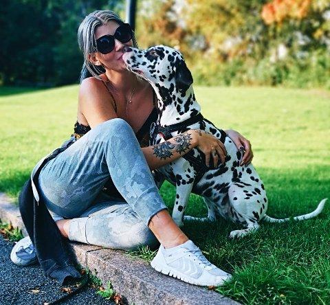 Pia Johanne Lutro vil på sikt starte hundebarnehage og også ta seg av omplassering av hunder.