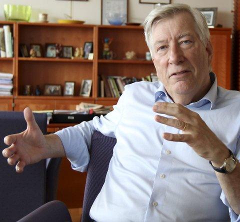ANBEFALER: Fylkesmann Sigbjørn Johnsen i Hedmark mener sammenslåinger er nødvendig.