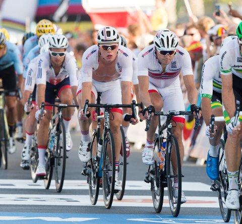 Edvald Boasson Hagen og Truls Engen Korsæth i aksjon under sykkel-VM i Doha søndag.