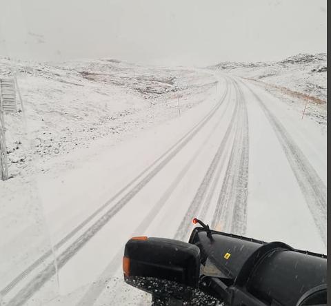 I GANG: Brøytesjåfør Jonny Birkely Andersen la dette bildet ut på Facebook onsdag og forteller at sesongen er i gang.