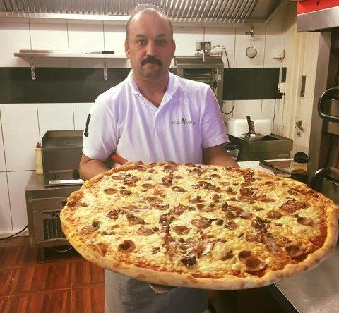 SATSER: Zalim Dilovan ser fram til å selge pizza og drikke i Kongsberg.