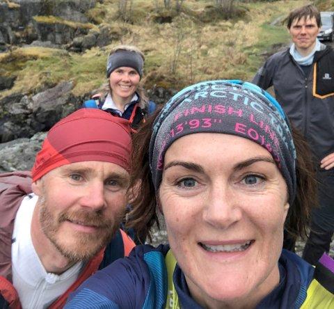 GLADE: Rakel Enoksen Hagen (fremst) og Frode Wiggen (t.v.) gjennomførte i helgen et løp på 100 miles fra Kirkfjorden til Svolvær. Alle foto: Privat