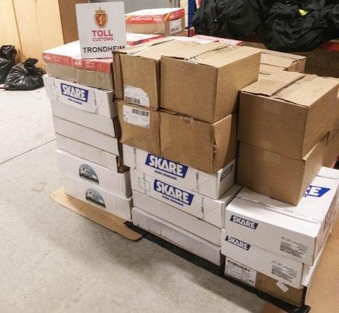 Det lå over 600 kjøtt fordelt i mange pappesker i kassebilen.