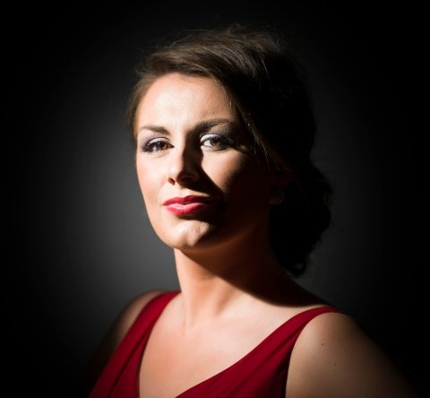 Sigrid Vetleseter Bøe mottar talentpris fra Christiansunds Operafond.