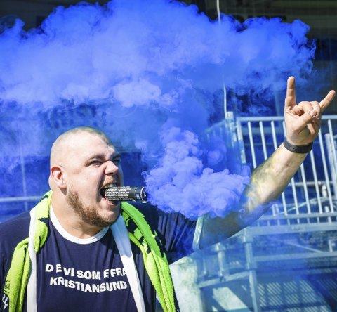 Gir alt for KBK: Thomas Strømskag, best kjent som Thomas «Kokken» Helge, gleder seg til at fotballsesongen sparkes i gang 16. juni. Han håper på en løsning som gjør det mulig for de mest ihuga supporterne å skape litt stemning på stadion.