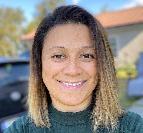 Helsesjukepleiar Maria Angela Thingnes er ei av fleire helsesjukepleiarar i Alver som har starta Snapchat-konto for elevane.
