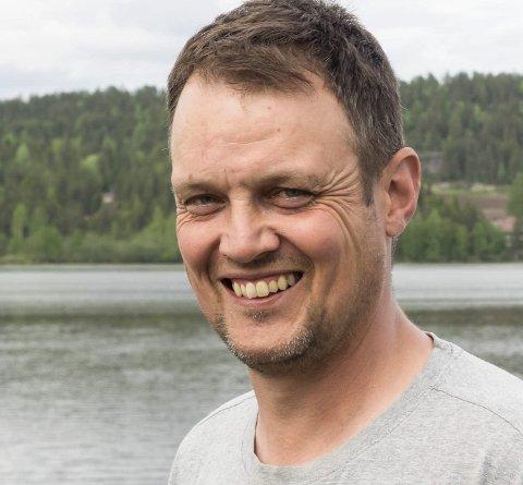 IKKE MER FEST: Grunneier Asle Strand Resell har sagt nei til flere private arrangementer. Han lokker med drop-inn, fred, ro og vakker utsikt.