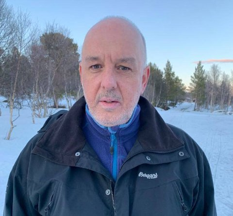 Jan Helge Russnes, rektor ved Eiker videregående skole, forteller at han synes det er kjedelig at så mange blir sendt i karantene i påsken.