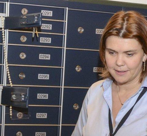 Banksjef: Marie Opheim i bankbokshvelvet til Sparebanken Vest i Odda. Arkivfoto: Ernst Olsen
