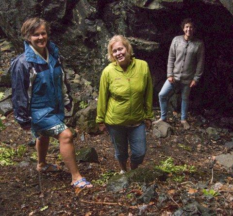 KLARE FOR vandring: Katja Aarflot (t.v.), Kristin Rangnes og Karl Holte Aarø .
