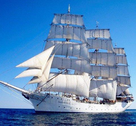 Ankomst 18. juli: Skoleskipet Christian Radich fyller 80 år i 2017. Skipet er på 676 brutto registertonn, er 205 fot lang og 32 fot brei, og har en lengde inkludert baugspryd på 239,5 fot, eller 73 meter. Dette er en tremastet fullrigget klinket stålskute.