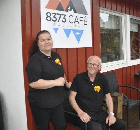 KOKK: Renate kRANE er ansatt som kokk ved 7373 Cafe som Jan Harald Wangsvik har drevet alene fram til nå,. Foto: Kai Nikolaisen