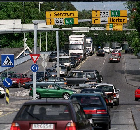PROBLEMKRYSS: Ferjetrafikken og trafikken fra Jeløy har vært et evig tema i Moss.