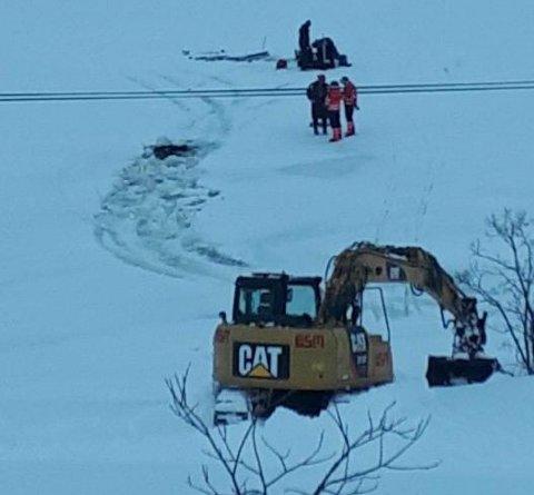 GJENNOM ISEN: En ATV gikk gjennom isen i Ramfjorden onsdag formiddag.