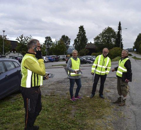 TELLEKORPS: Lensmann Ole Bjerke og resten av trafikksikkerhetsutvalget syklet fra Hov til Fryal for å telle trafikken.