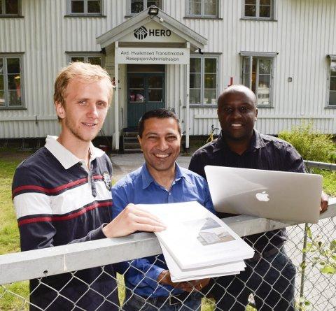 FLYKTNING: Said Azari (i midten) er selv flyktning. Nå har han, Karl Simenstad og Leonard Kahara studert flyktninger og økonomi.