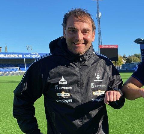 MATCH:  Sarpsborg 08-trener Leif Tsolis skal endelig lede laget sitt i en obligatorisk kamp.