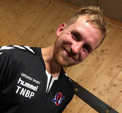 FORNØYD: Spillende trener Thomas Kiil Brun-Pedersen var fornøyd med seieren. Årets trenerteam består av Thomas, broren Christian Brun, Reidar Jensen og keepertrener Tore Gustavsen.