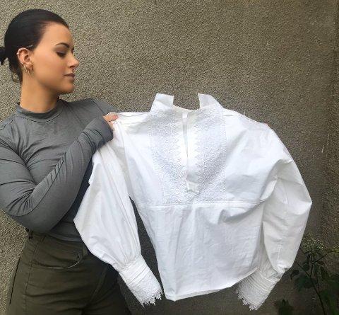 MANGLER SØLJE: Maria Winther (22) fra Sætre er en av flere som føler seg lurt av firmaet Ektebunad AS. Hun bestilte sølje i april, men har ikke fått den. Foto: Privat