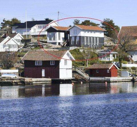 Odden i Lyngør: Tvedestrand kommune har krevd flere endringer på denne boligen og utomhusarealene. Blant annet mener kommunen at gråfargen som er valgt på byggets nedre del er mørkere enn det som var meningen, men det avviser arkitekten. Arkivfoto