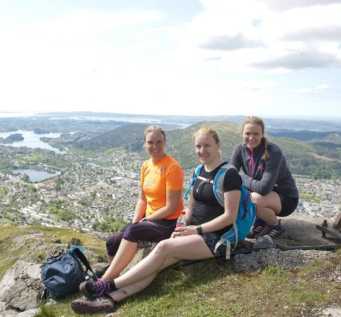 De svenske søstrene Linda (t.v.) og Ida Eriksen (midten) nøt turen sammen med Hege Skare.